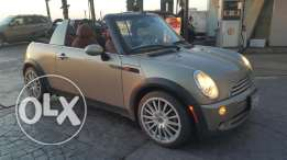 Mini Cooper 2007- convertible fully loaded no accidents, super clean a