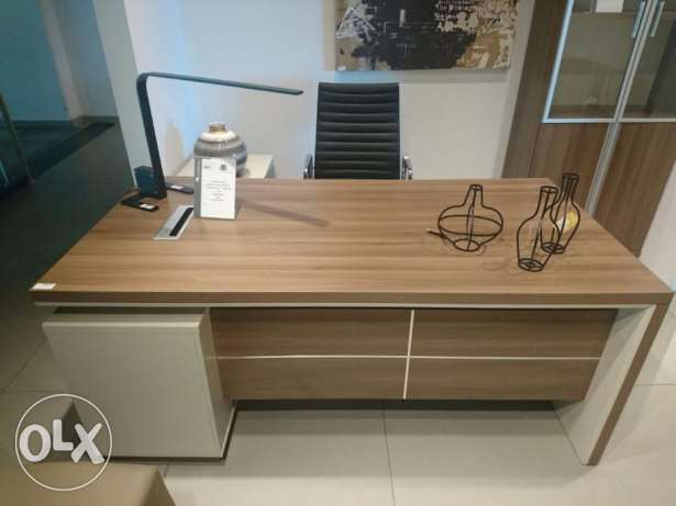 Office Furniture For Sale Like new كسروان -  2