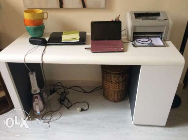 Desk in very good condition