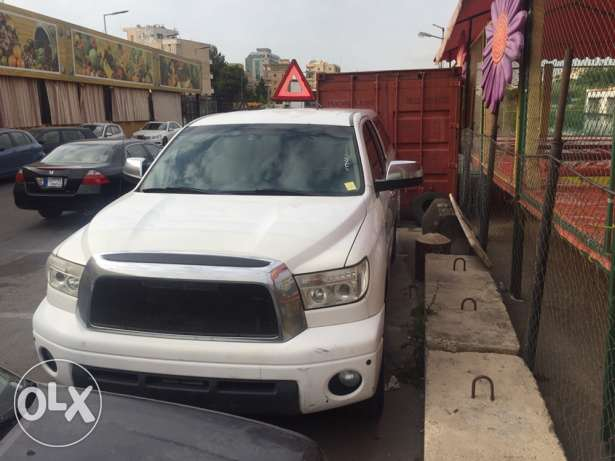 toyota tundra clean no accident 4 wheel drive full option 8cilnder 5.7