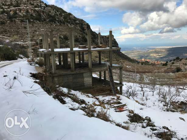 Building and land for sale in douma