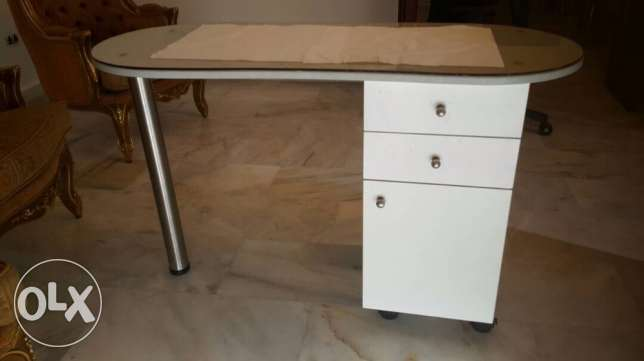 manicure table+ chariot