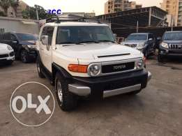 Toyota FJ Cruiser 2008 White Top of the Line in Excellent Condition!