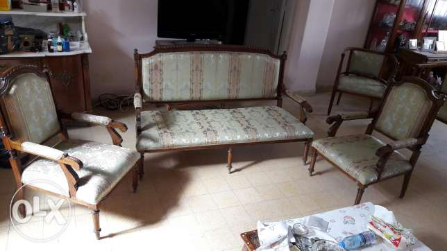 Very good condition Wooden antique salon with silk fabric