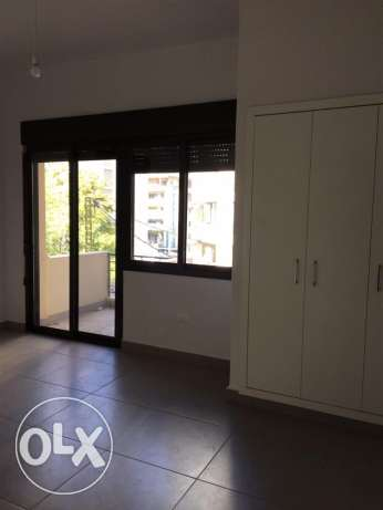 Ein Mrayseh: 90m apartment for rent ميناء الحصن -  3