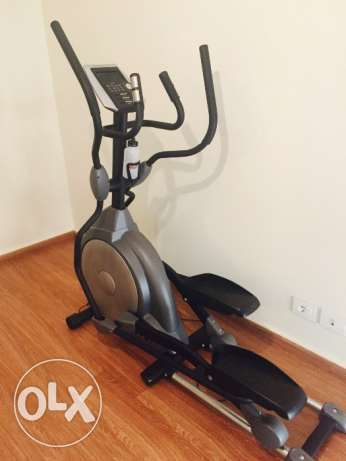 Elliptical machine practical and in excellent condition