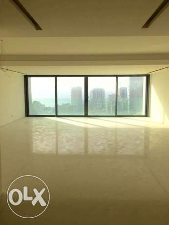 Ein Teeneh: 370m apartment for sale ميناء الحصن -  1