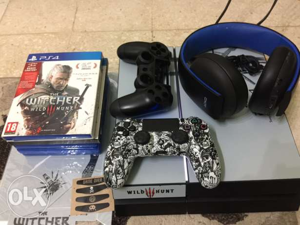 Ps4 (2TB memory,1controller,headset,games and decals)