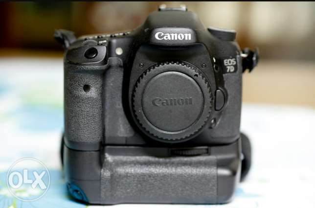 Canon 7d body only with grip