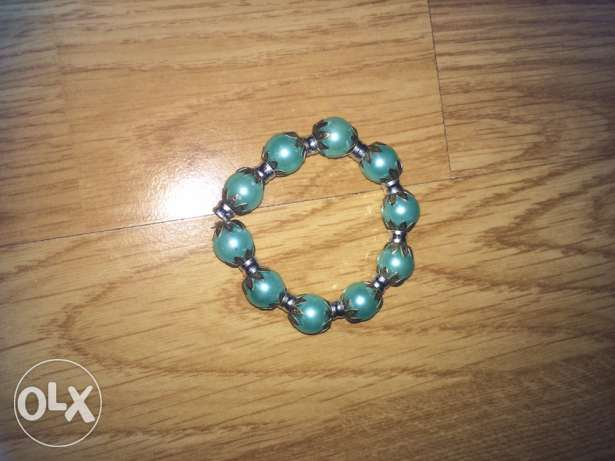 bracelets and necklaces ميناء الحصن -  3