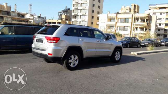 Jeep Grand Cherokee 2012 V6 4wheeldrive الروشة -  3