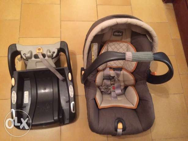 chicco car seat with base