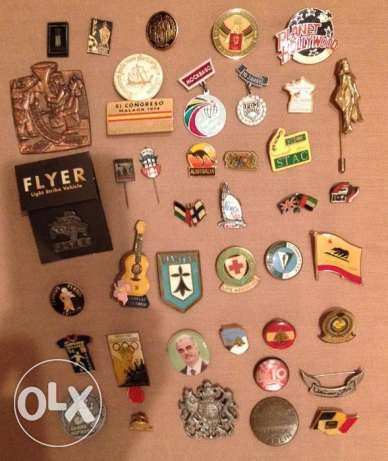 40 Collectible Pins & Brooches (Different Designs & labels) See Photos