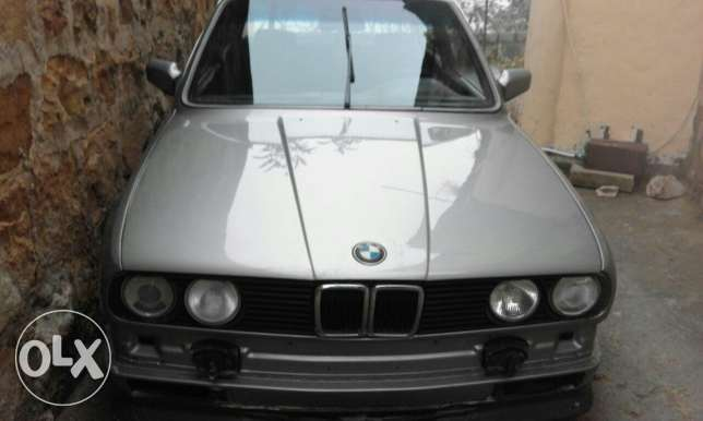 BMW 323 Md 83 ktire ndifa