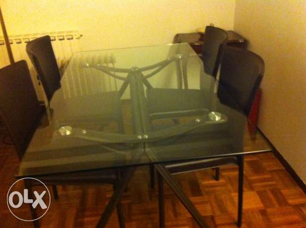 Dining room table - with 6 leather chairs - very clean