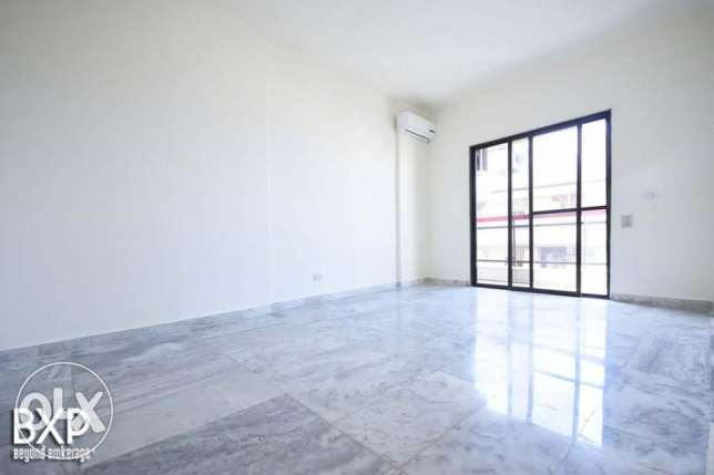 170 SQM Apartment for Rent in Beirut, Hamra AP5293 راس  بيروت -  6