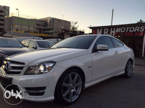 Mercedes C250 AMG Kit 2012 White Top of the Line!