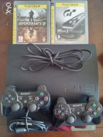 PS3 500 GB Black 2 Joystick All cables included plus 2 CD's