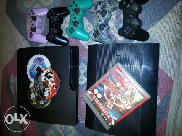 2 ps3 with 5 controler and 4 cds