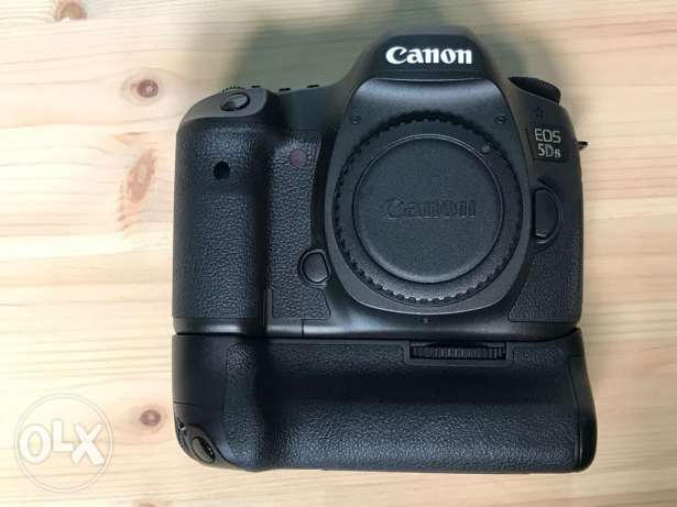 Canon 5DS with grip and extra battery