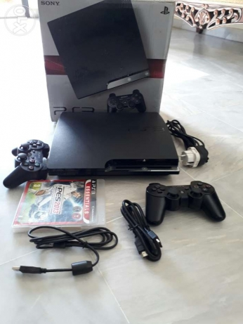 Ps3 300GB excellent +2controllers+1CD