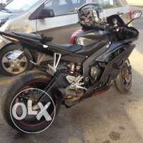 R6 YZF 2008 black YAMAHA in good condition - clean. for sale