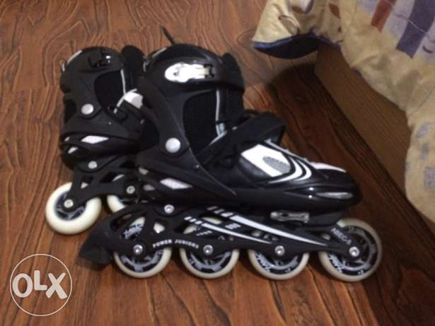 Black & white rollers adjustible size (37,38,39,40)
