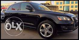 Audi Q5 3.2 Liter V6 2010 Black/Black in Excellent Condition!