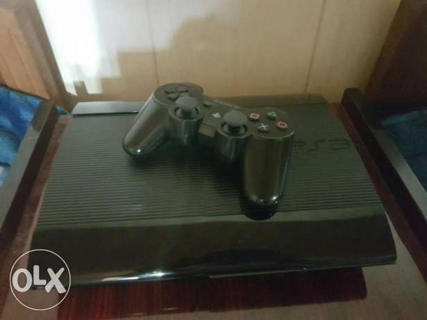 Ps3 very good condition + 5 cds + 1 controller + all the cables 300$