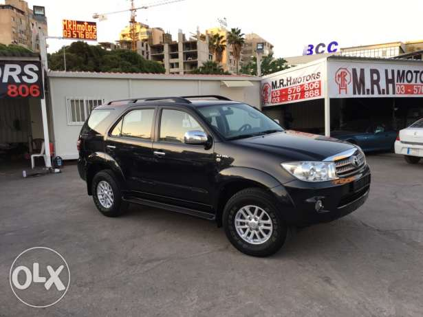 Toyota Fortuner Black 2011 Top of the Line in Excellent Condition! بوشرية -  2
