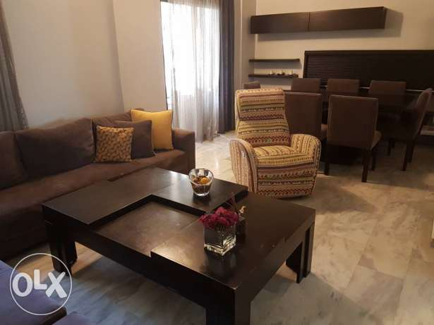 Salon+dining table+8 chairs+tv stand+curtains + 2 air conditionners