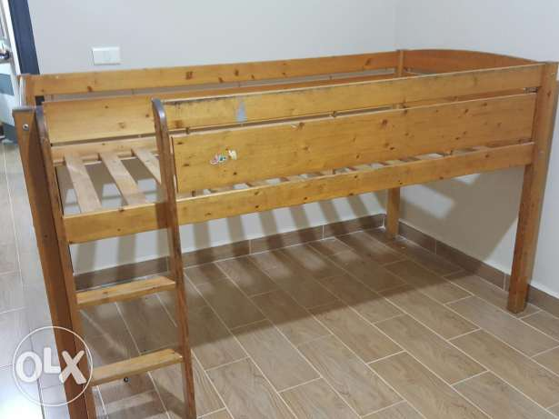 a bed wood from canada