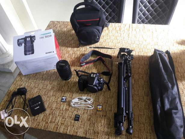 Canon 70D with lens 18-135 and tripod and 3 cart memory and bag