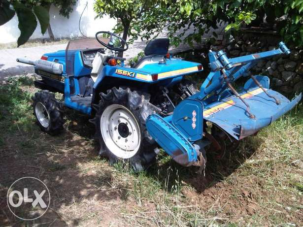 very nice tractor year 2006, only 200 hours. good tires. tractor