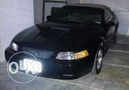 Ford mustang gt convertible 10000$